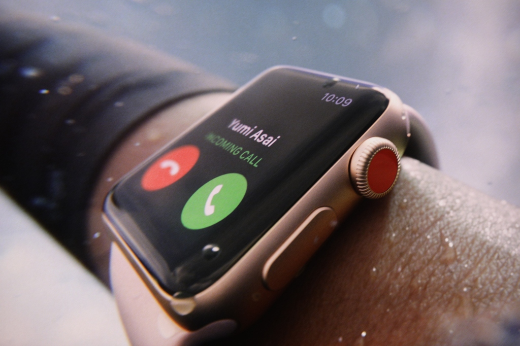 9e173da0329 The cellular-enabled Apple Watch has the SIM built in