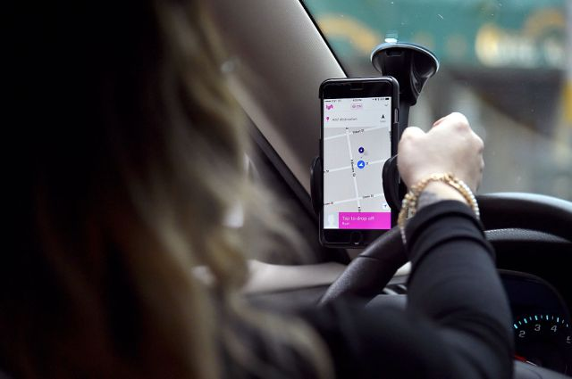 photo image Lyft riders tipped 8% more on average in 2017