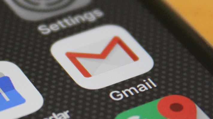 Apple will let users pick their own default email and browser apps – TechCrunch