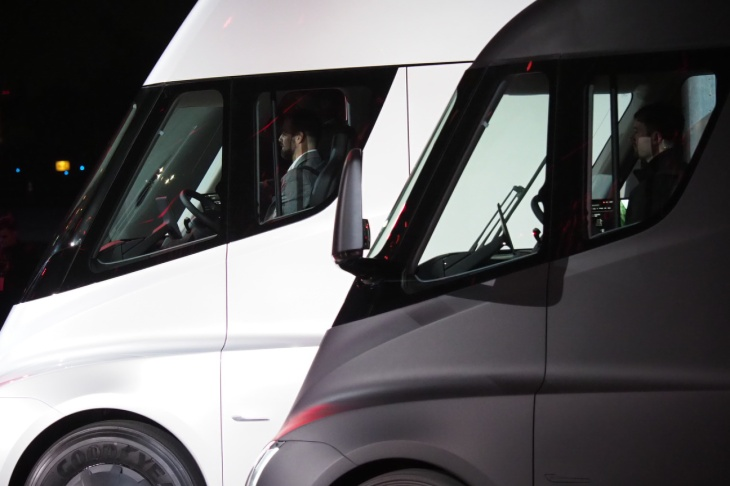 Here S What It Like To Sit In The New Tesla Semi
