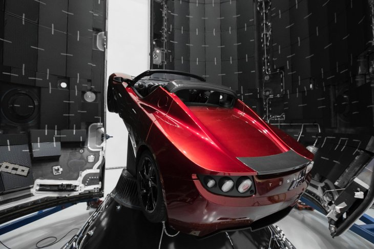 Elon Musk really will launch a Tesla Roadster on the first