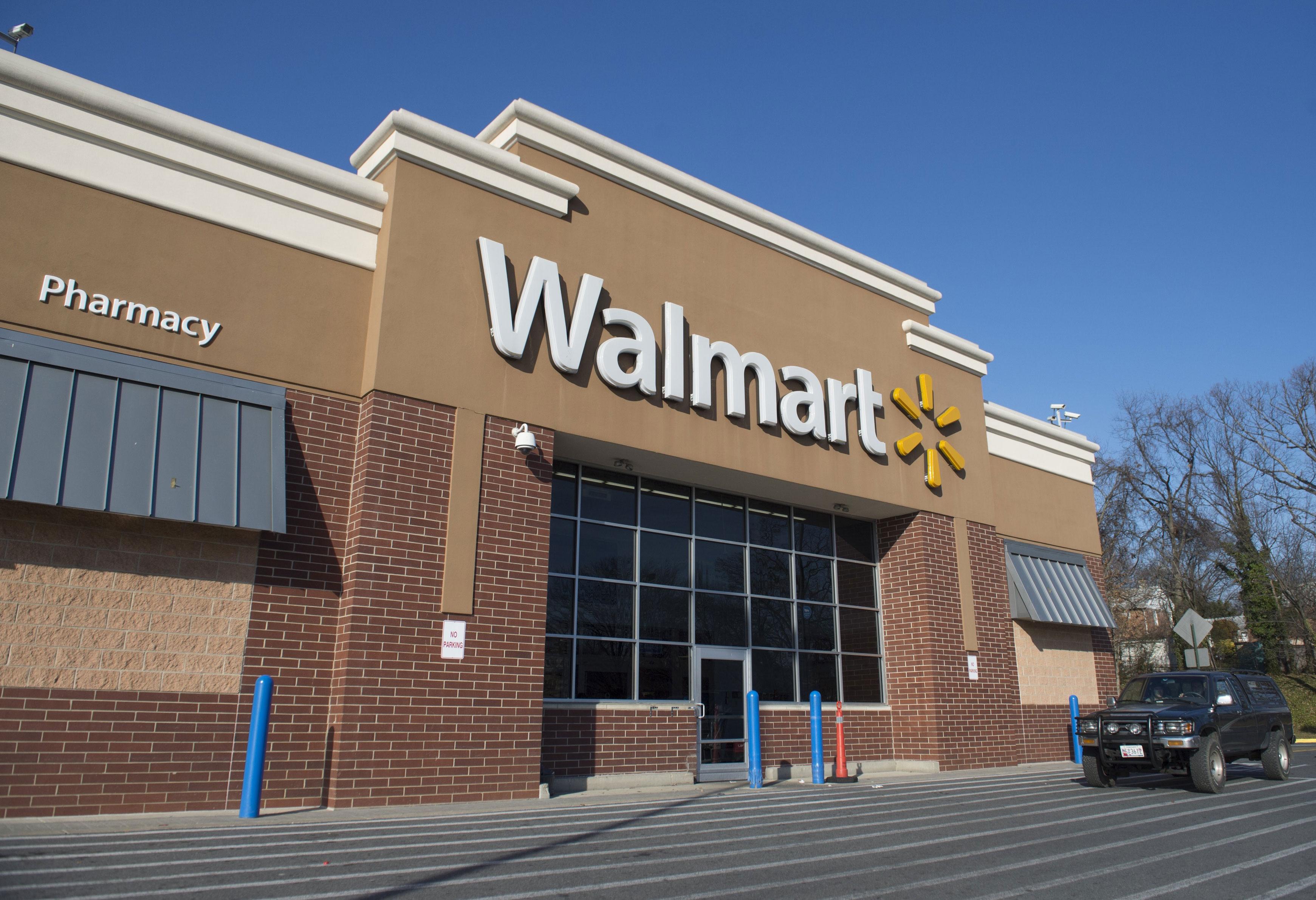 techcrunch.com - Sarah Perez - Walmart passes Apple to become No. 3 online retailer in U.S.
