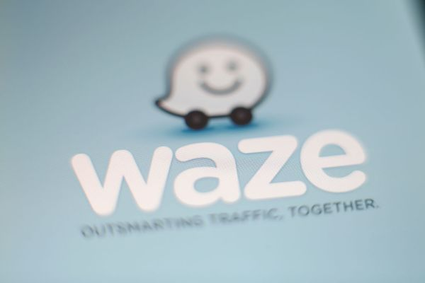 QnA VBage Waze expands its Bluetooth beacons to New York City to end GPS signal blackouts