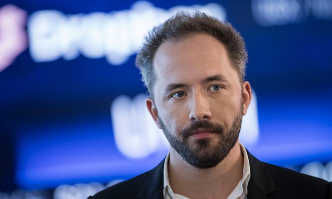 Dropbox CEO Drew Houston says the pandemic pressured the corporate to reevaluate what work plot thumbnail