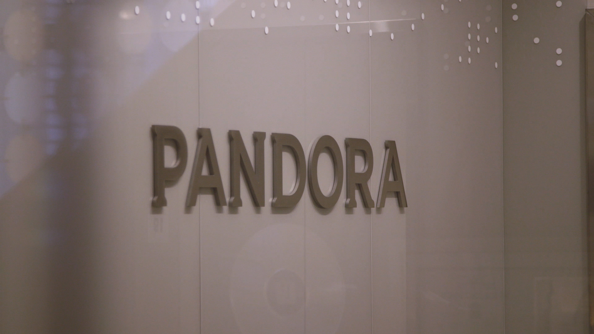 techcrunch.com - Sarah Perez - Pandora launches a personalized voice assistant on iOS and Android