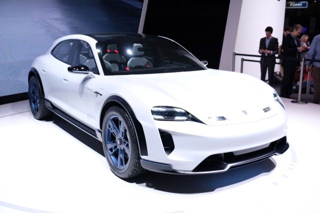 photo image Porsche plans 500 fast charging stations across US