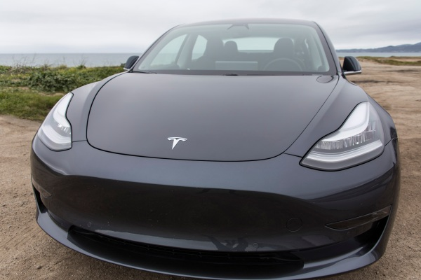Tesla to Cut Workforce by 7% and Focus on Model 3 Production
