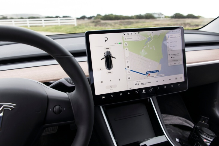 Tesla S In Car Touchscreens Are Getting Youtube Support Techcrunch