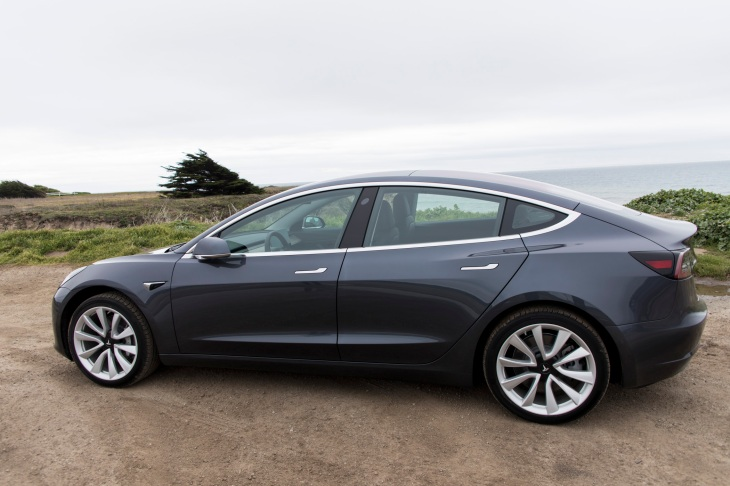 Tesla Ears To Have Produced Nearly 5 000 Model 3 Electric Vehicles In The Last Week Of June Coming Within Hours Hitting A Target Ceo Elon Musk