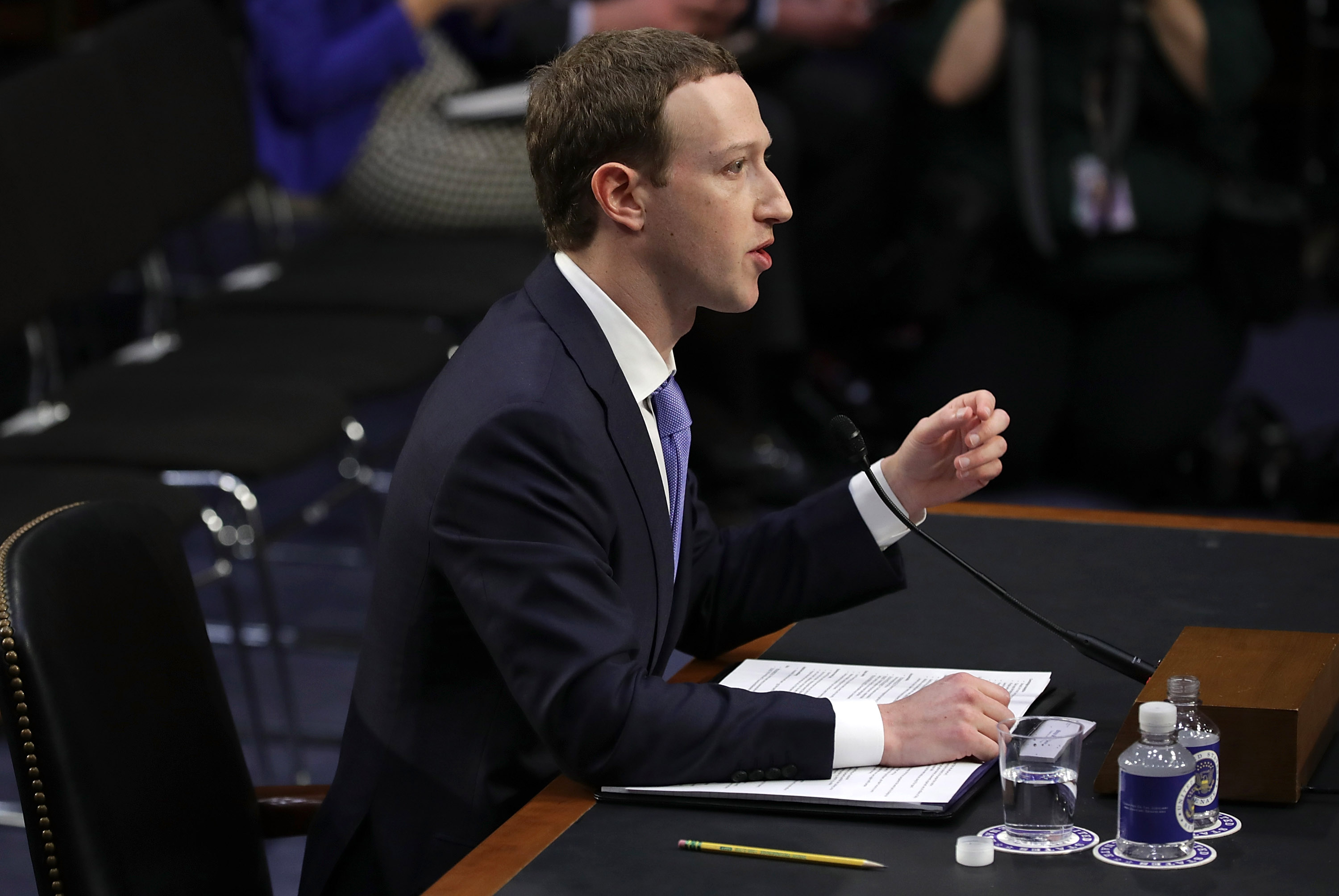 Sen. Harris puts Zuckerberg between a rock and a hard place for not disclosing data misuse