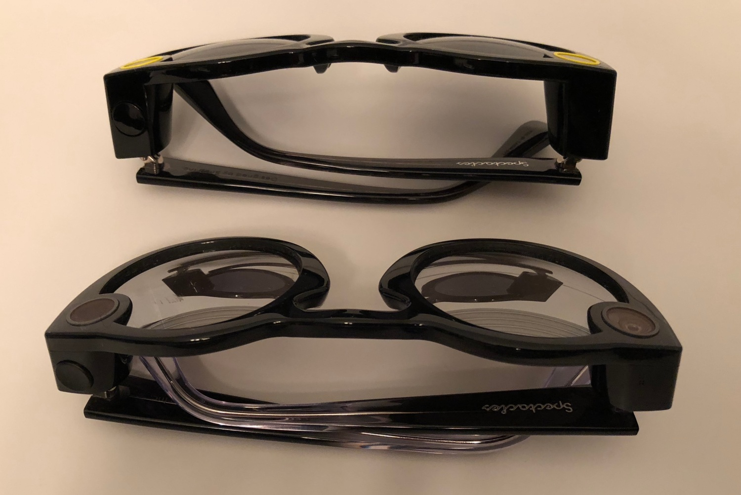 519f9d17848c Snapchat Spectacles hardware v1 vs v2