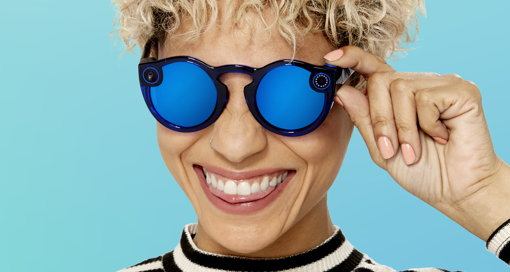 Service Snapchat introduced the second generation glasses Spectacles with camera