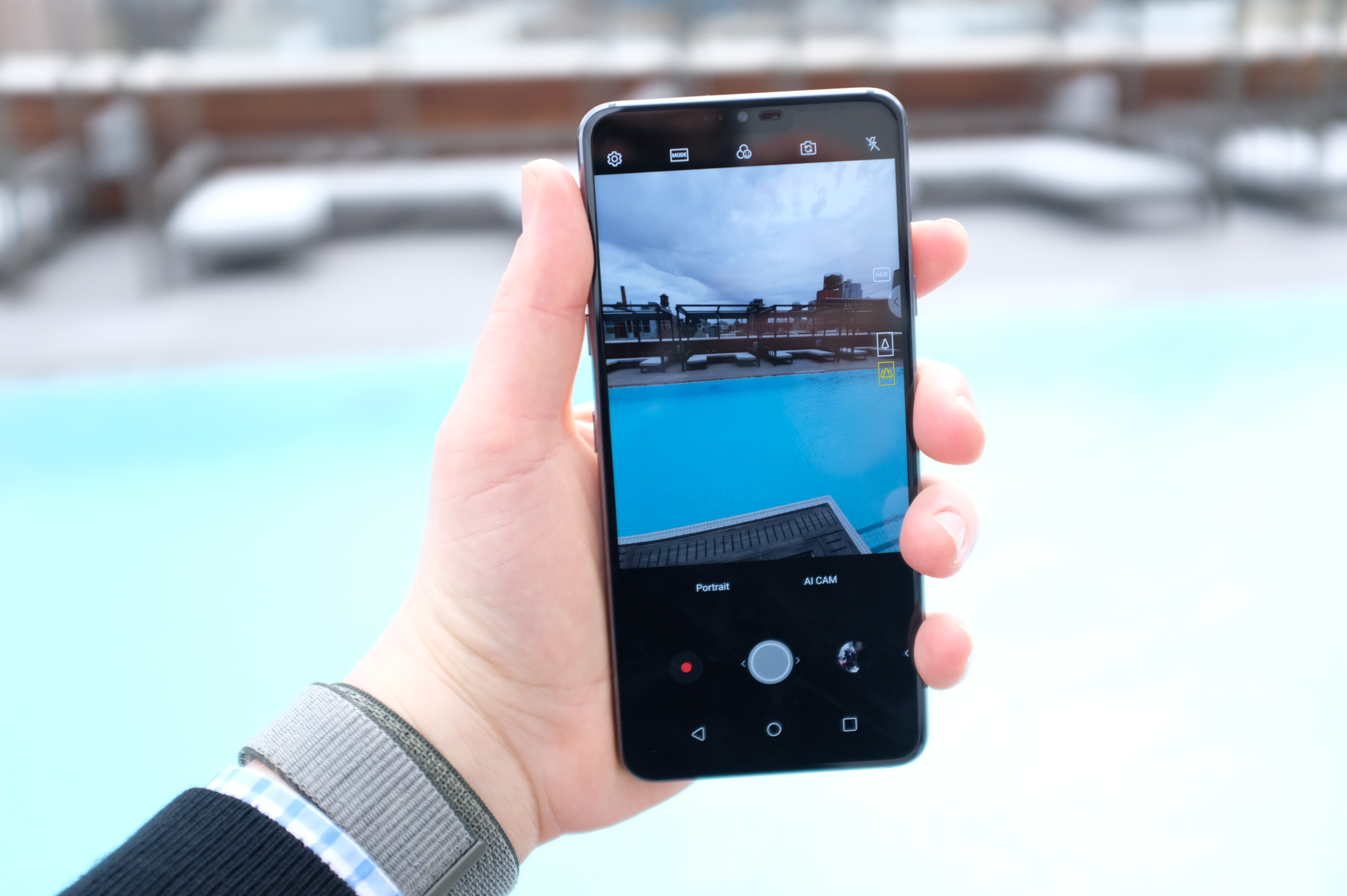 LG adds more AI camera features and a notch for the G7 ThinQ