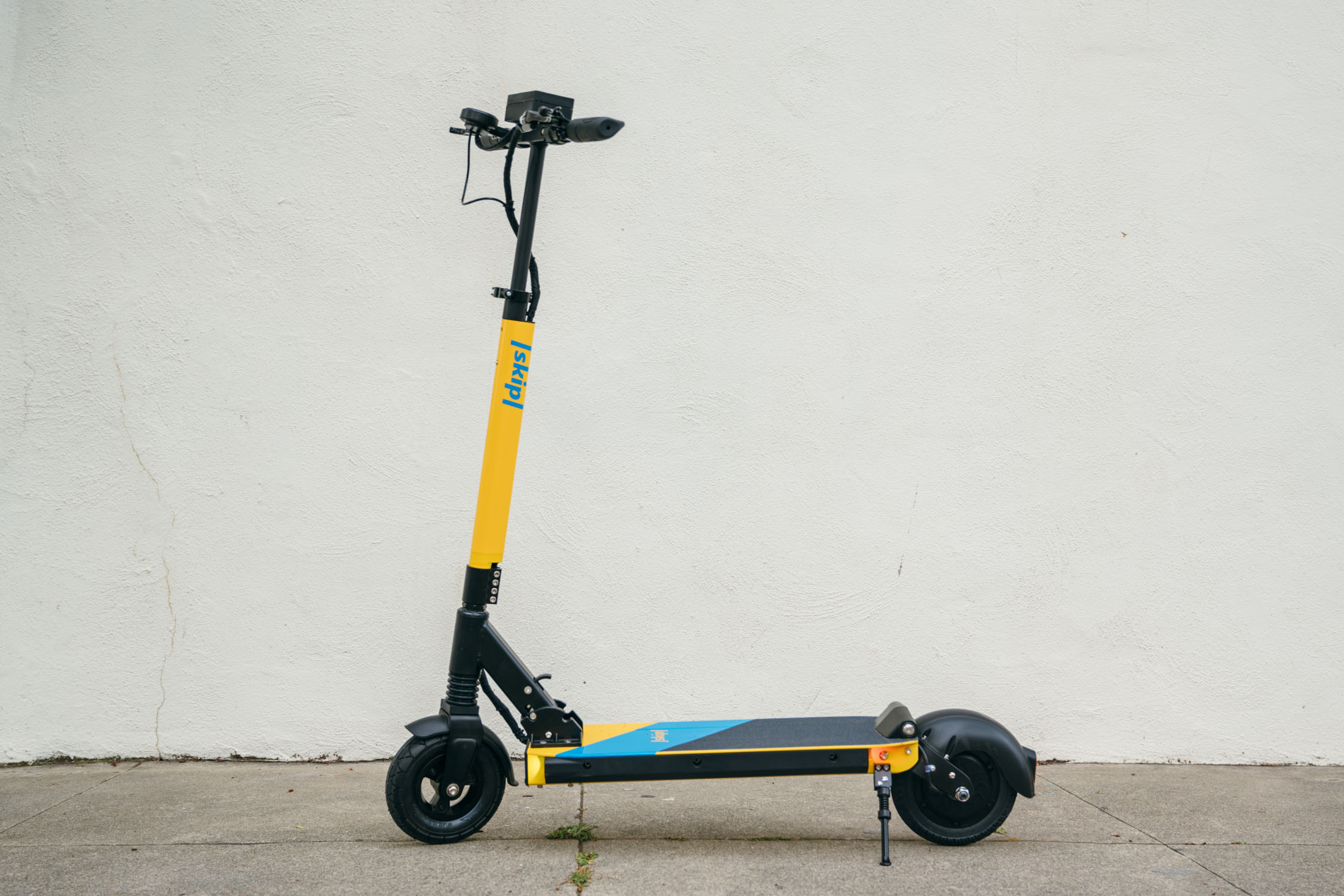 What to expect from the return of electric scooters in SF skipscooterssideview