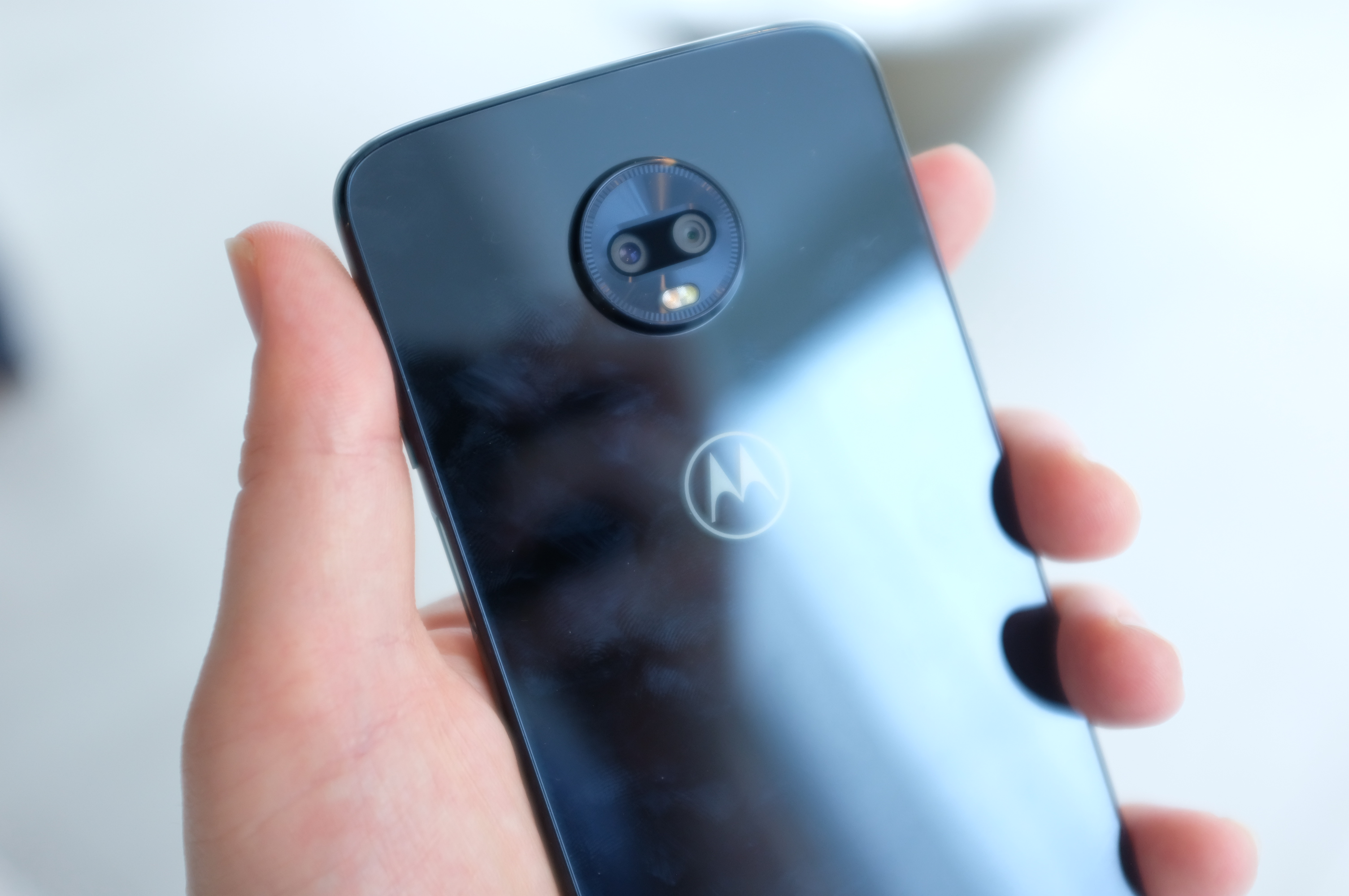 Motorola's Z3 Play modular handset arrives this summer for $499