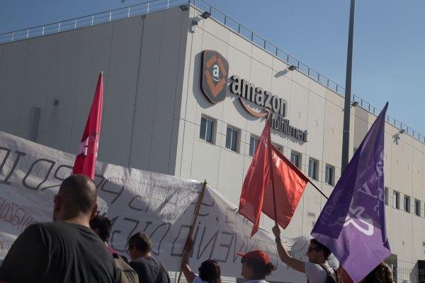 Amazon warehouse employees to start historical vote to unionize thumbnail