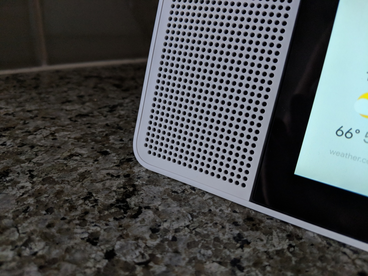 Review: Lenovo's Google Smart Display is pretty and