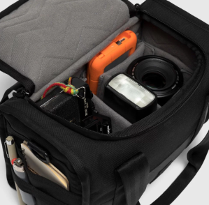 Bag Week 2018: Chrome's Niko Hold secures compact camera gear in a sleek package Screen Shot 2018 07 04 at 4
