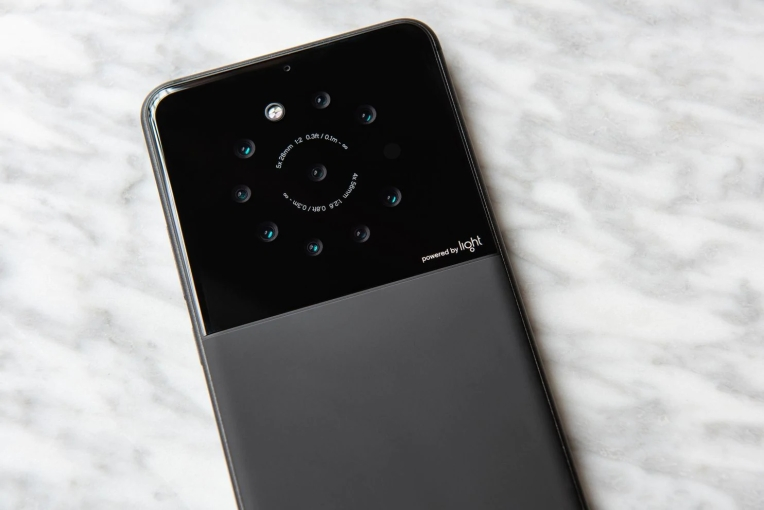 Light is building a smartphone with five to nine cameras
