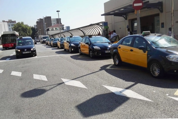 Spanish 'anti-Uber' taxi strike ends after government agrees new regulation