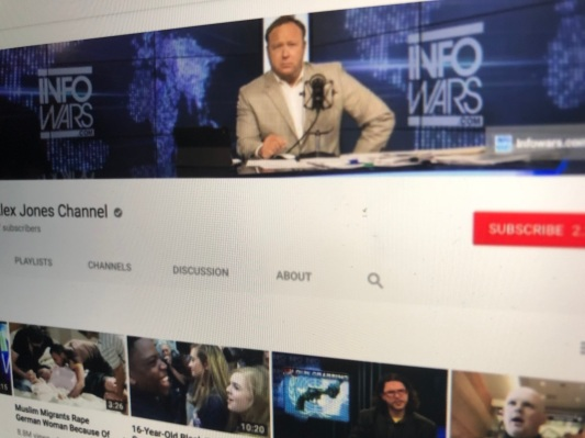 White House shares manipulated Infowars video to justify CNN press ban