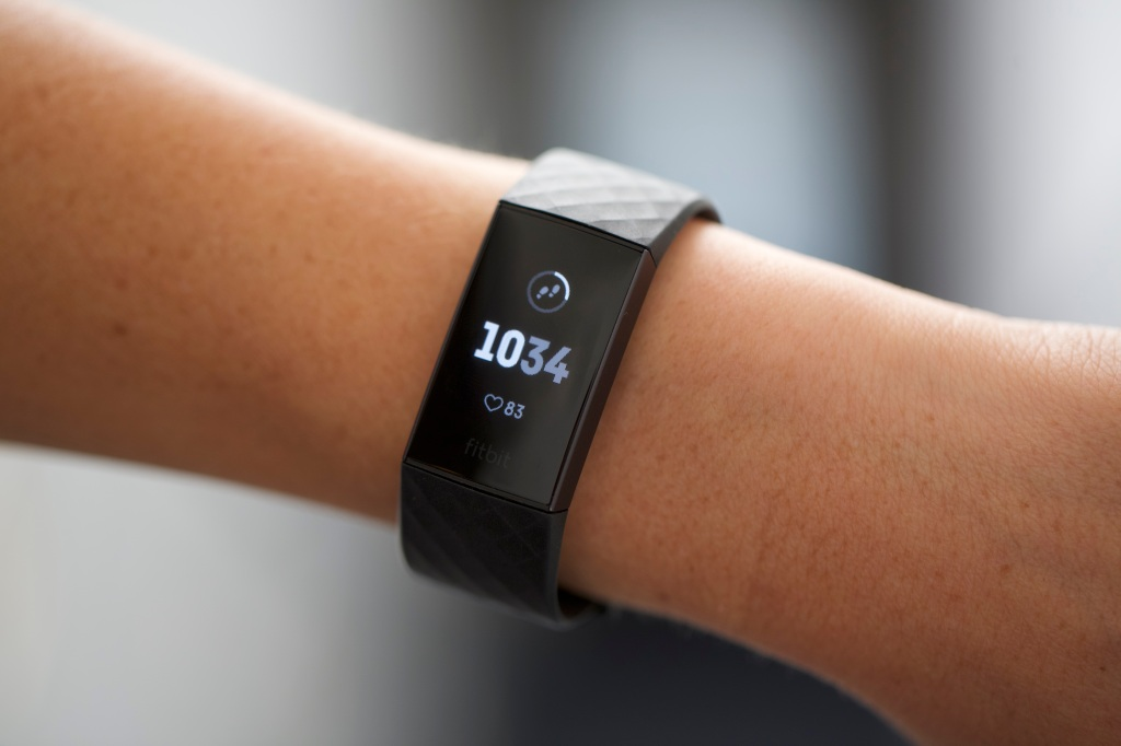 With Charge 3, Fitbit blurs the smartwatch line | TechCrunch