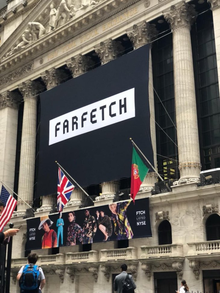 luxury fashion marketplace farfetch closes at 28 45 up 42 on its
