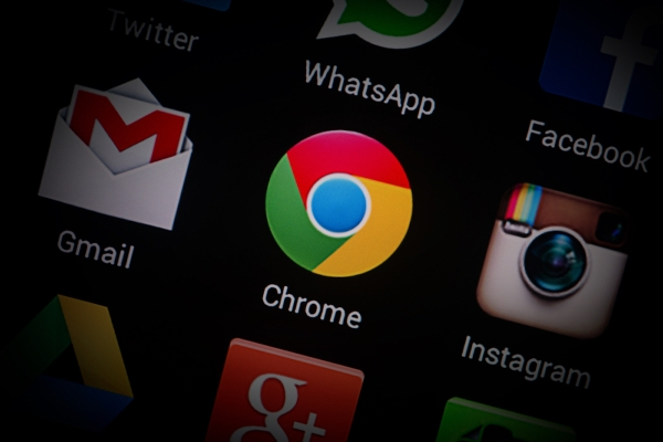 Security experts say Chrome 69's 'forced login' feature violates user privacy