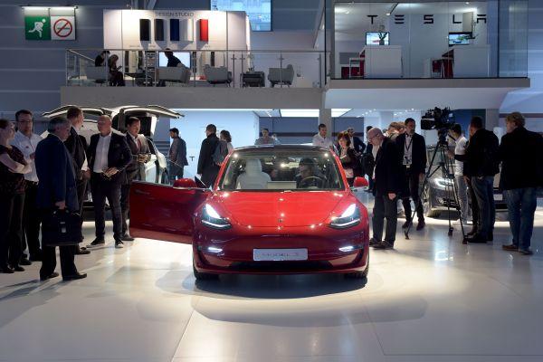 U.S. regulators take aim at Tesla over Model 3 safety claims – TechCrunch 1