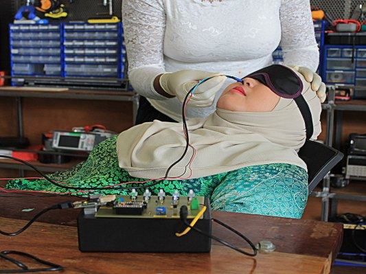 Researchers Create Virtual Smells by Electrocuting your Nose