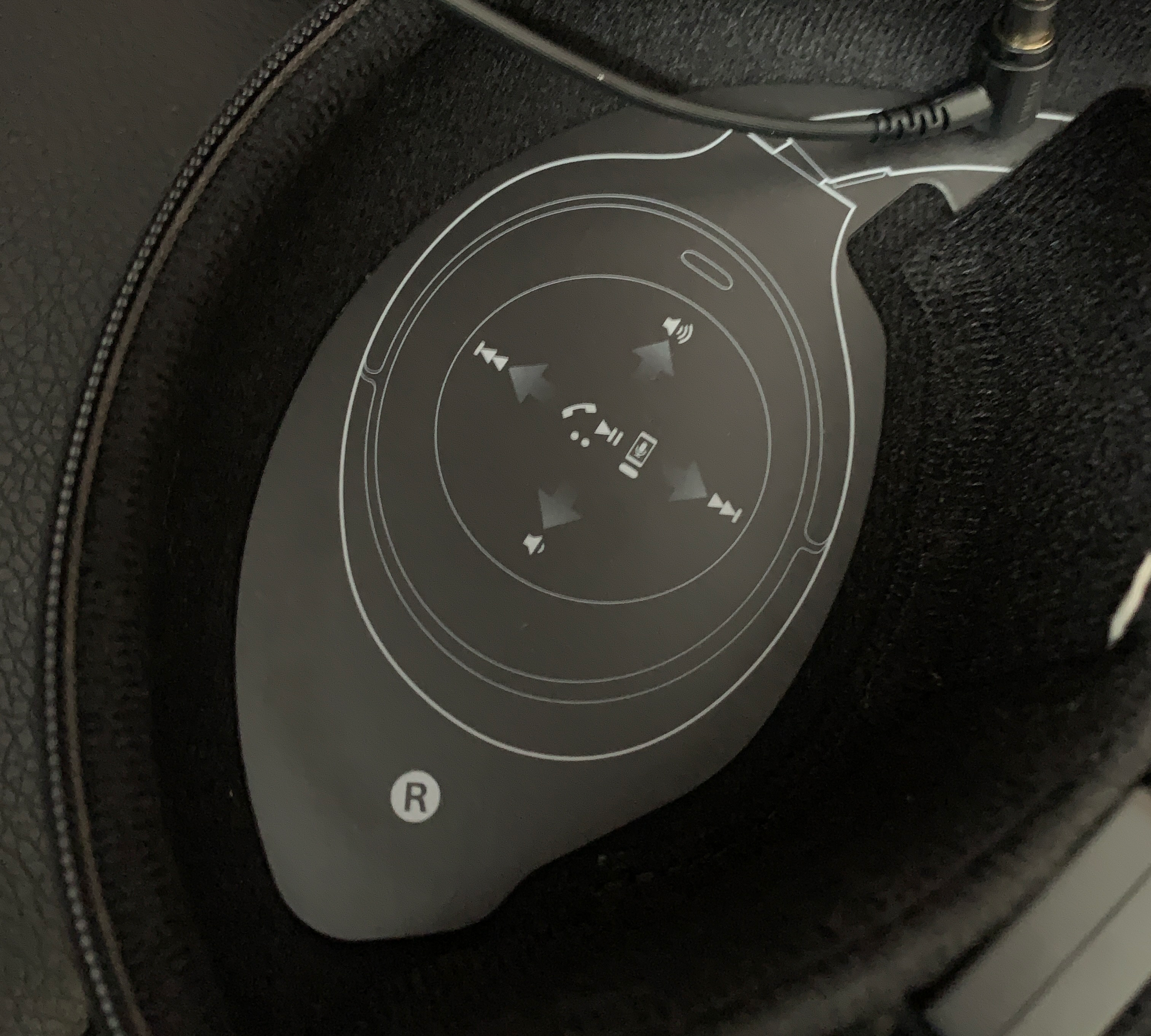 Sony's new noise-canceling headphones are great traveling companions