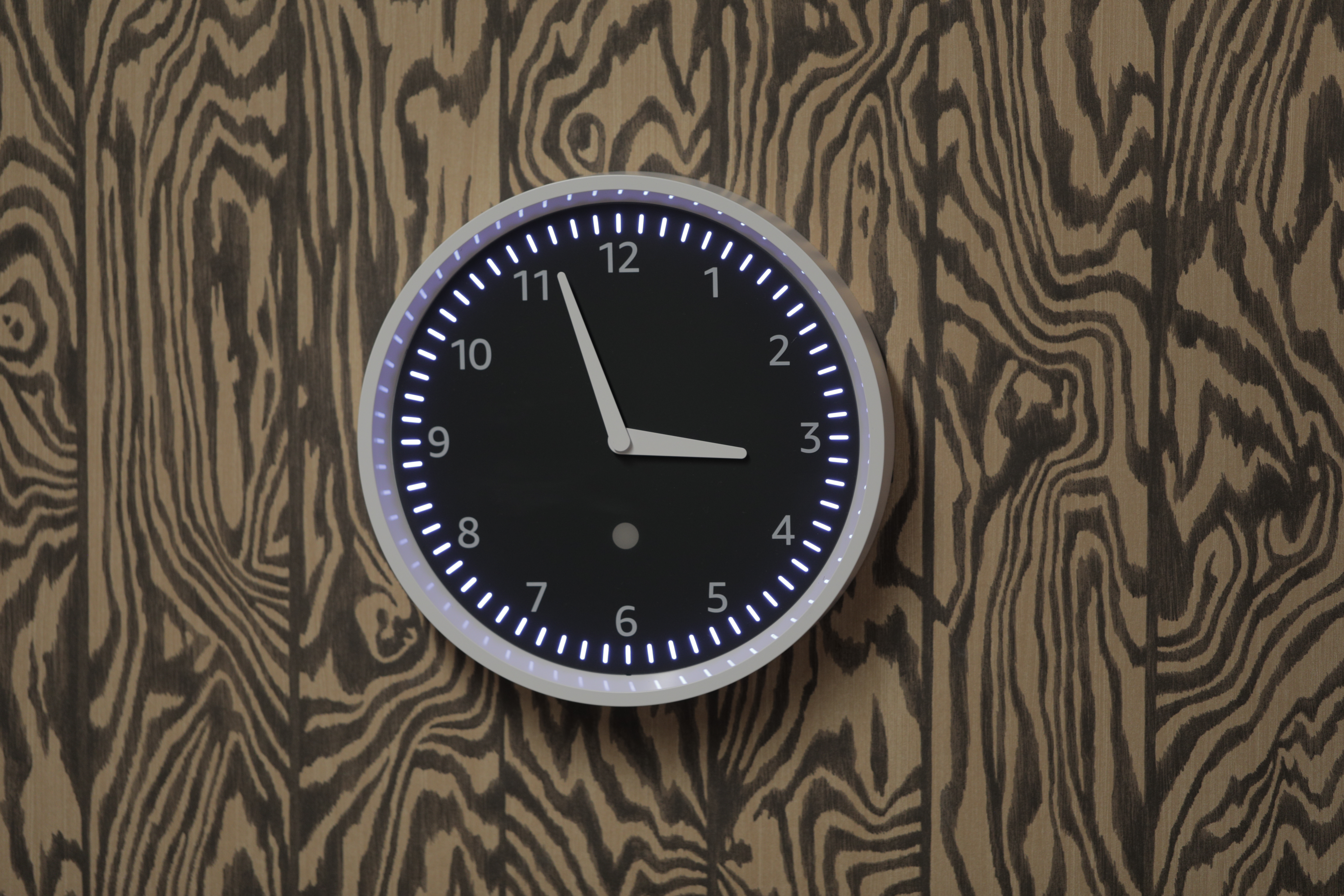 4f393cb5040a Bonus  It will automatically fall back and spring ahead when there s a time  change — certainly a leg up on most wall clocks.