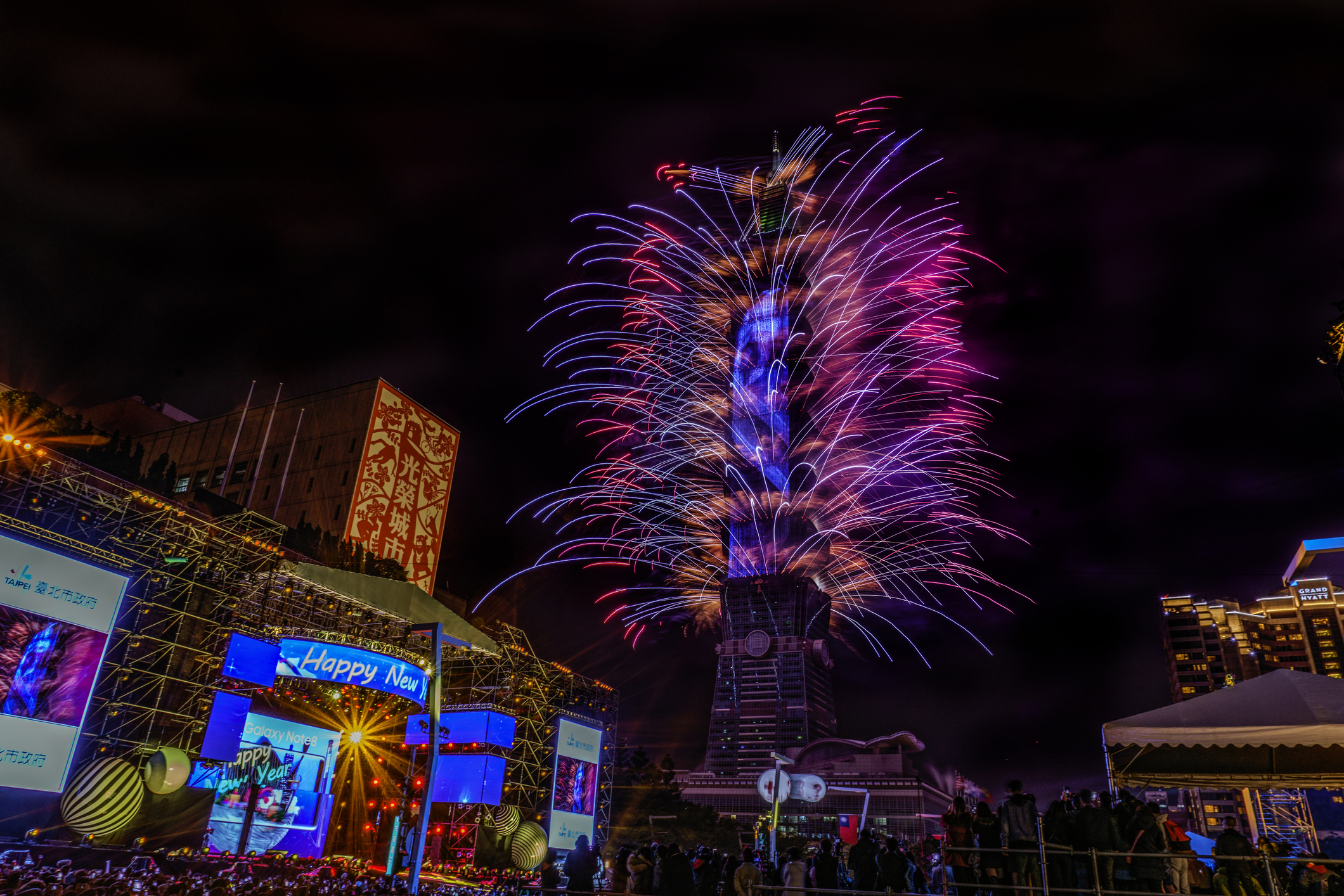 A look inside the Taipei 101 New Year's Eve fireworks show as it goes green GettyImages 1029577550
