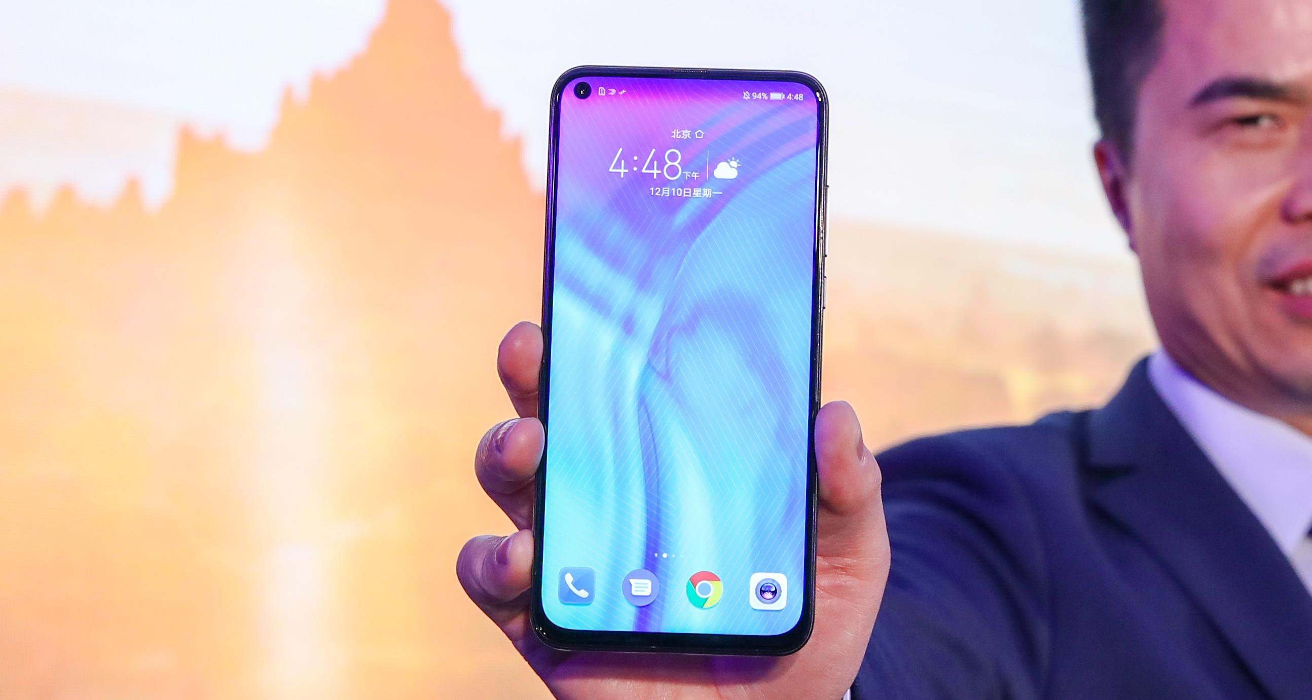 Jimmy Xiong General Manager of HONOR Product with the HONOR View201 - Next after notch, the hole-punch smartphone camera is coming
