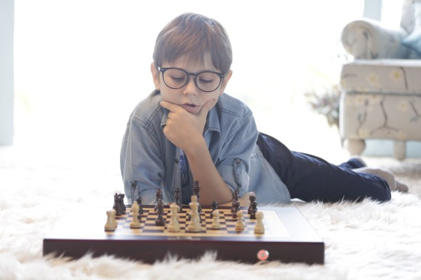 QnA VBage The Square Off chess board melds the classical with the robotic