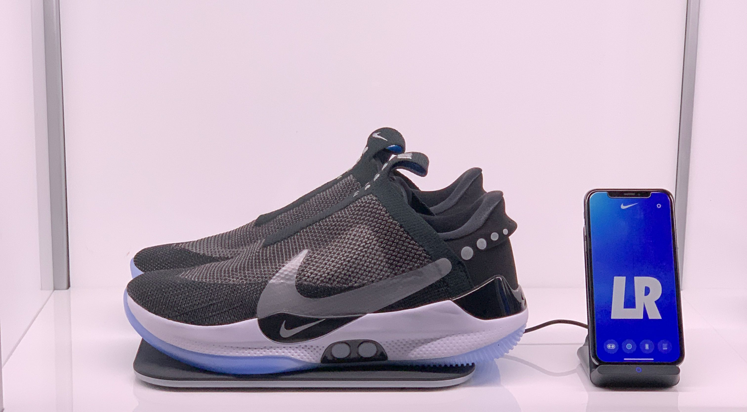 online store c3316 5914c Techmeme  Hands-on with Nike s  350 Bluetooth-enabled Adapt BB shoe with  automated power-lacing, which will allow basketball players to change shoe  ...
