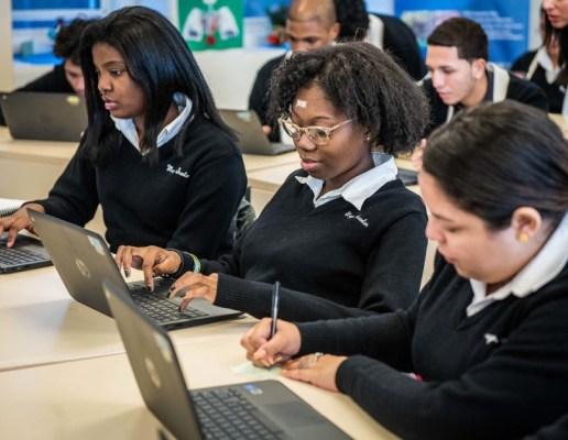 amazon  fund computer science classes    nyc high schools techcrunch