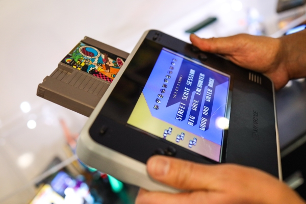This extra-large handheld Nintendo works (and feels) like