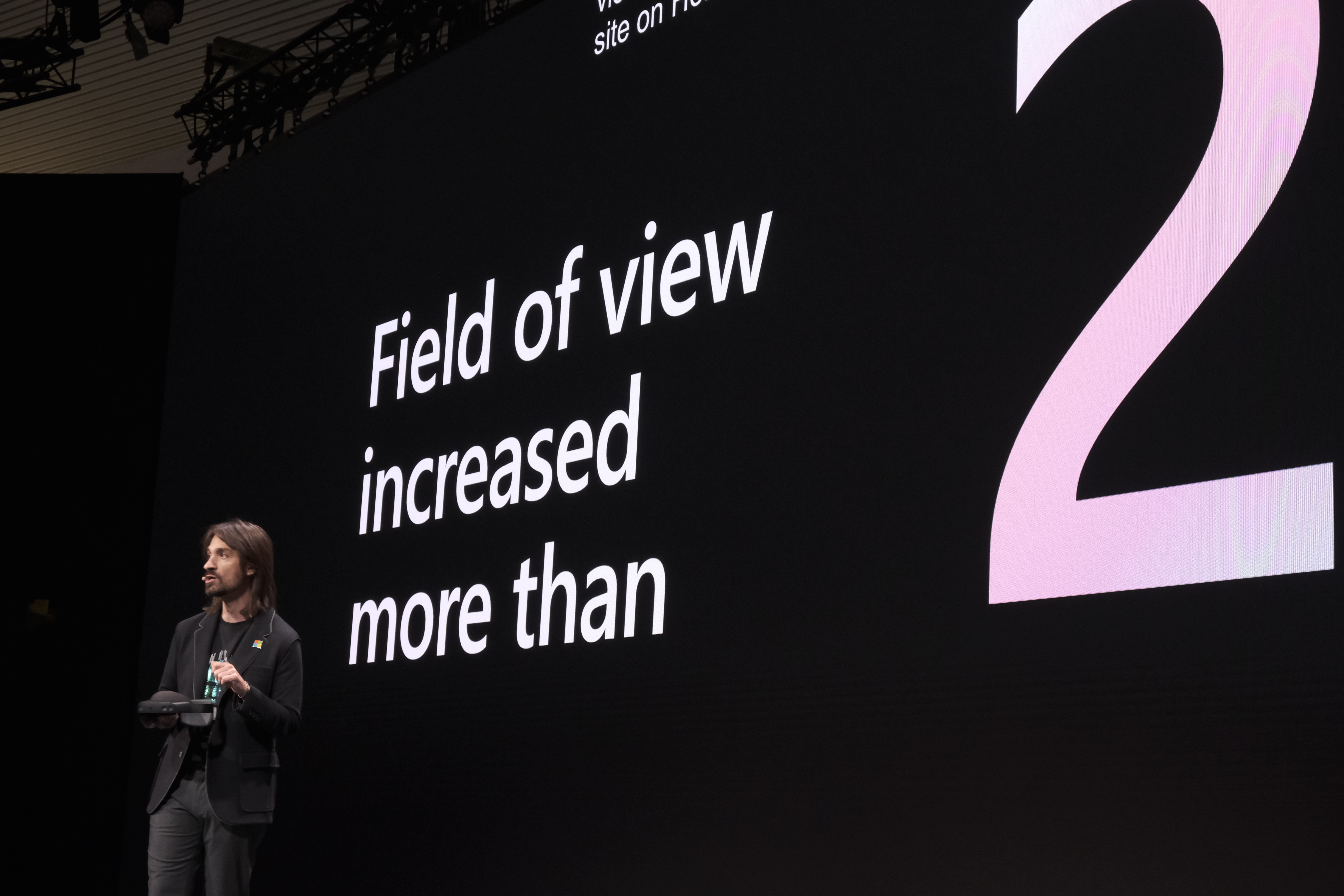 Say hello to Microsoft's new $3,500 HoloLens with twice the field of view Say hello to Microsoft's new $3,500 HoloLens with twice the field of view Microsoft MWC0071HOLOLENS 2