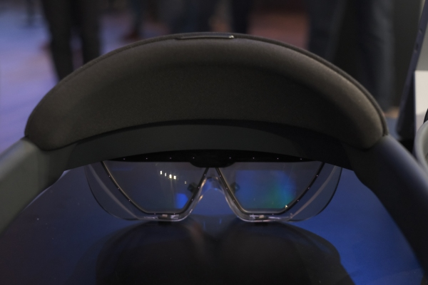 Microsoft announces the $3,500 HoloLens 2 Development Edition