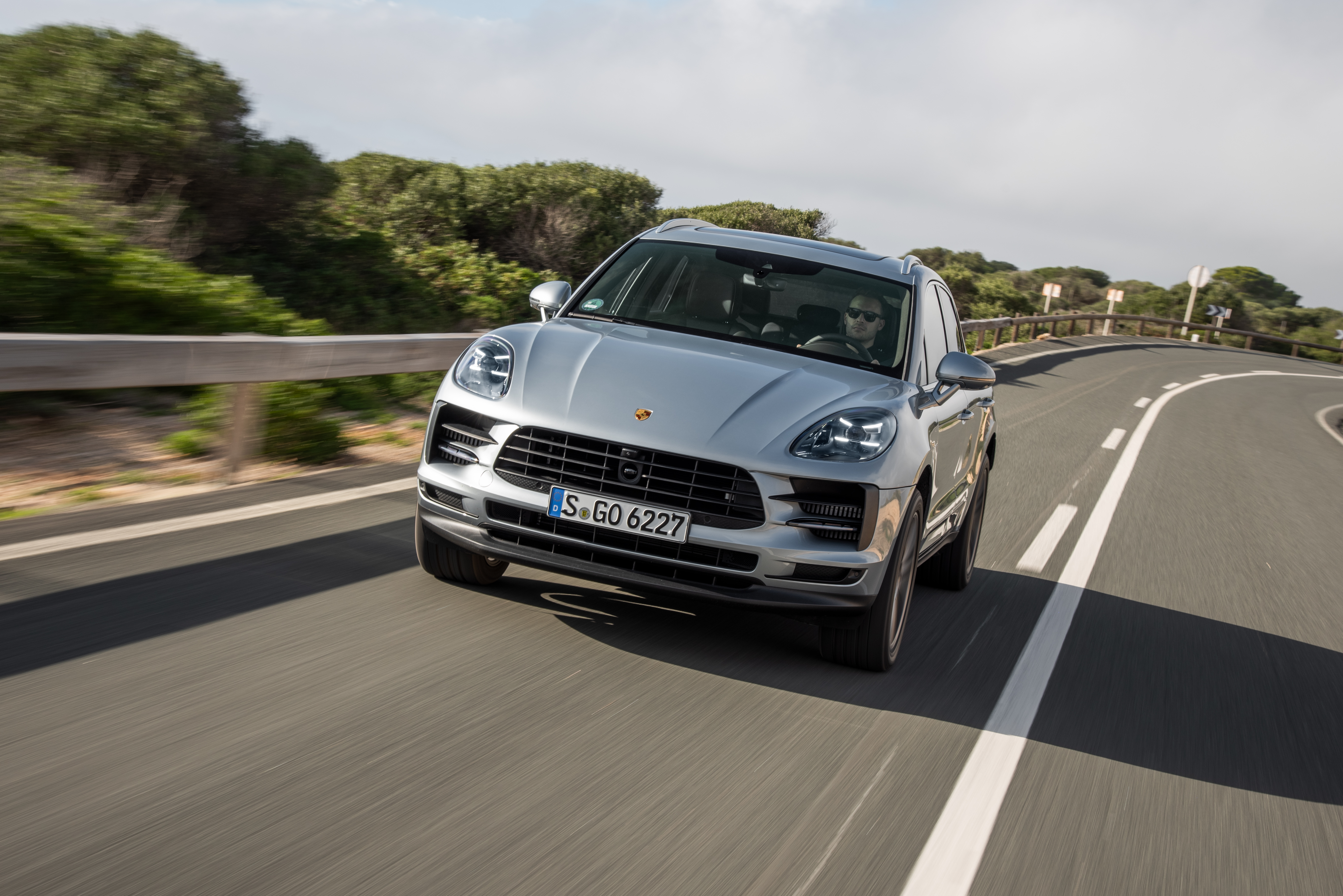 Porsche\u0027s best,selling Macan SUV is going all,electric