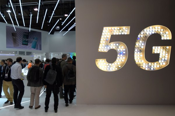As the smartphone market declines, 5G models are set to see continued growth in 2020 thumbnail
