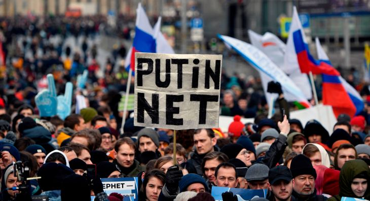 TOPSHOT-RUSSIA-POLITICS-INTERNET-DEMO