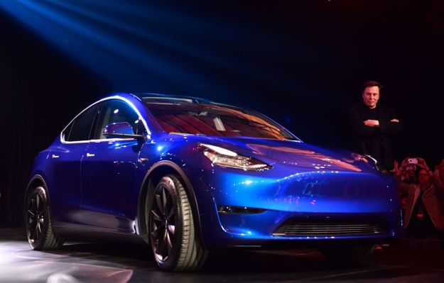 photo image The Tesla Model Y is a 300-mile range Model 3 doppelganger coming in fall 2020