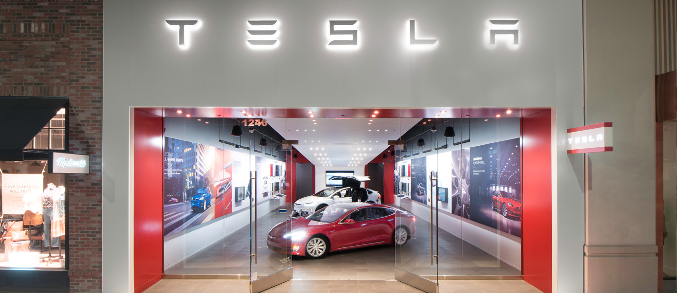 Tesla u-turns on store strategy, will keep half of showrooms open… and hike  prices by 3% | TechCrunch
