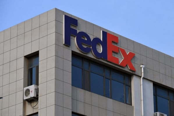 FedEx sues the Department of Commerce after incident involving misrouted Huawei packages thumbnail