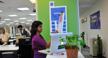 Facebook backs social commerce startup Meesho in first India