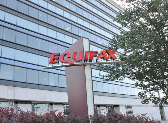 หลังจากการฝ่าฝืน Equifax ผู้จับตามองของสหรัฐฯกล่าวว่าหน่วยงานไม่สามารถยืนยันตัวตนได้ thumbnail