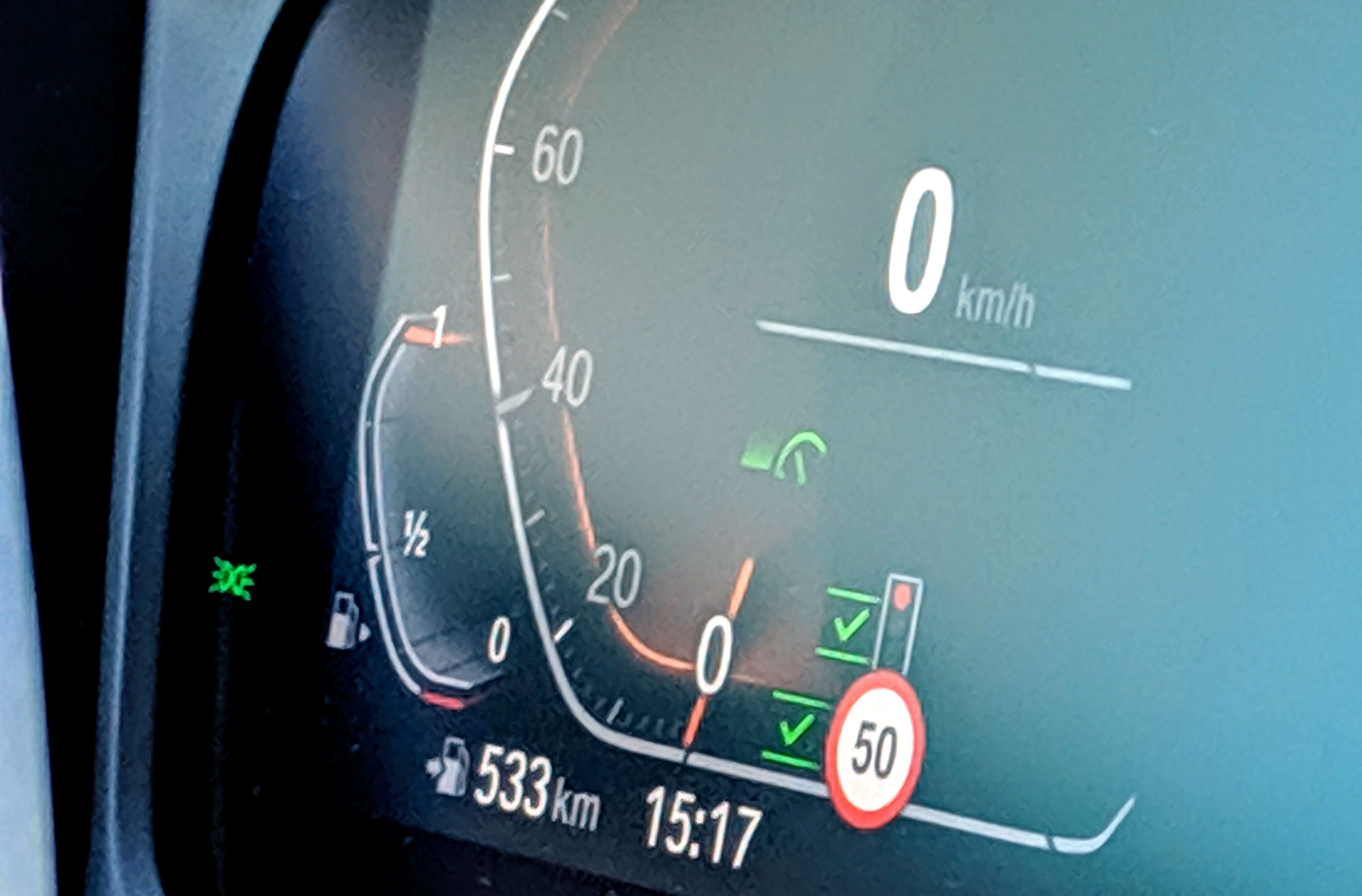 BMW's next-gen cruise control stops at red lights
