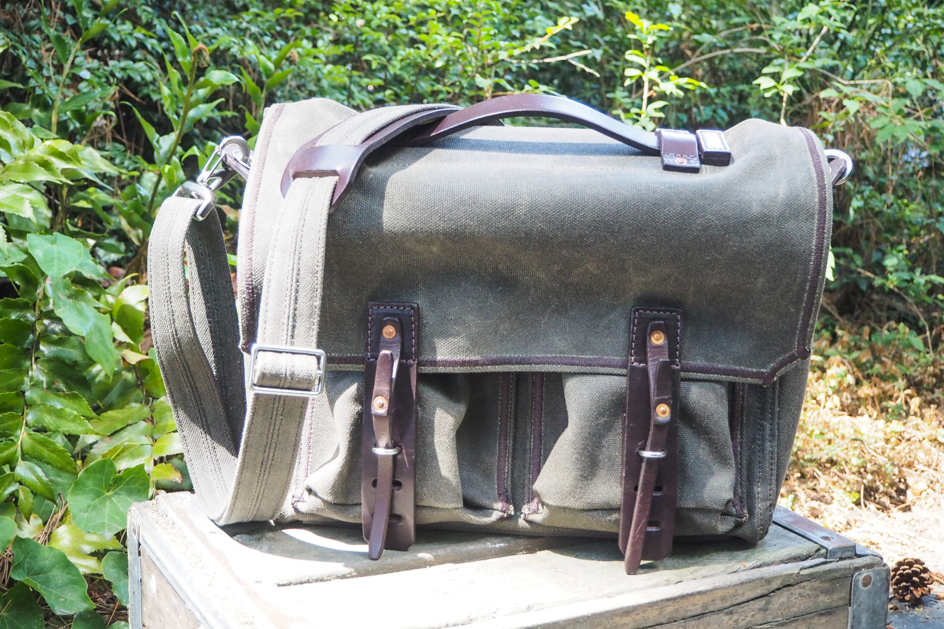 Waxed canvas bags from Waterfield, Manhattan Portage, Saddleback and more – TechCrunch 7